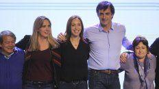 El primer candidato a senador nacional por Cambiemos en Buenos Aires, Esteban Bullrich, festeja en el búnker su triunfo sobre Cristina Fernández.