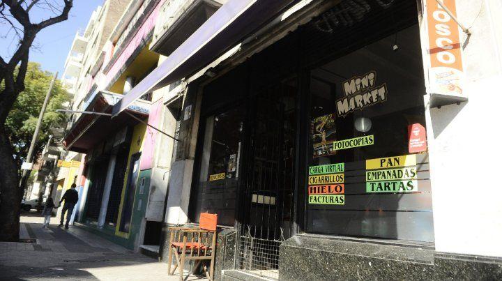 Minimarket.. El negocio donde los ladrones abrieron fuego después de obtener el dinero de la caja.