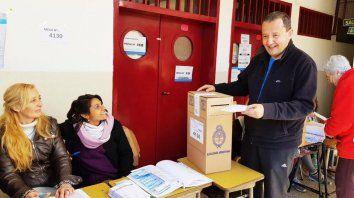 En acción. Del Frade, en el momento del voto.