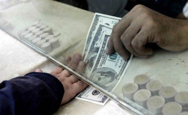 La bicicleta financiera baja el precio del dólar