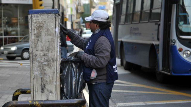Tras las elecciones, el municipio arrancó el operativo de limpieza de afiches y pasacalles