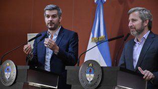 El jefe de Gabinete, Marcos Peña, y el ministro del Interior, Rogelio Frigerio, durante la conferencia de esta tarde.