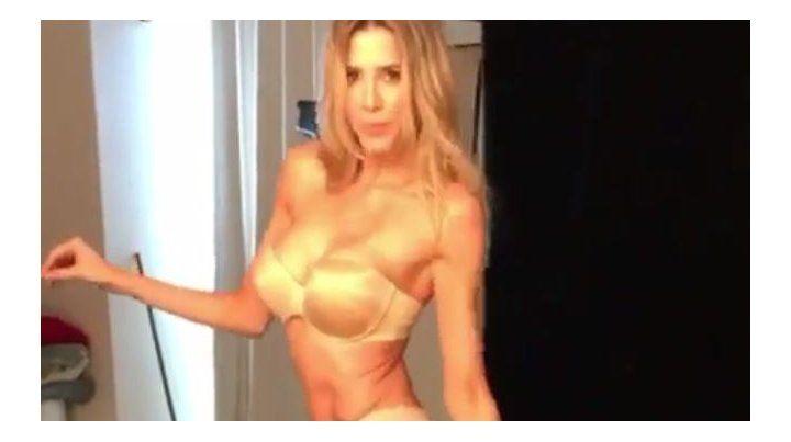 En un video de backstage Guillermina Valdés mostró sus curvas con sensual lencería