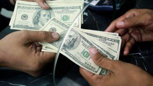 El dólar rebota tras dos jornadas a la baja y sube cinco centavos, a 17,40 pesos