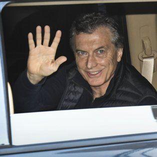 macri fue operado de la rodilla y a la tarde se reune con el expresidente pinera