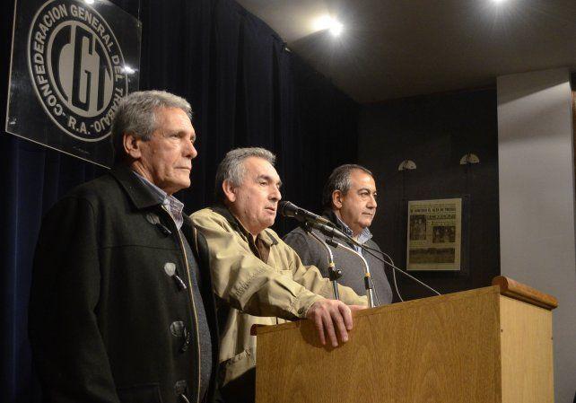 Schmid hizo el anuncio junto a los jefes cegetistas Carlos Acuña y Héctor Daer.