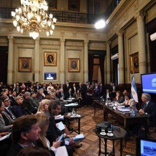 congreso. Bullrich con el titular del Senado, Federico Pinedo, al lado y de frente a legisladores del FPV.