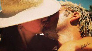 La China Suárez y Bemjamín Vicuña a los besos y acaramelados en la playa de Miami
