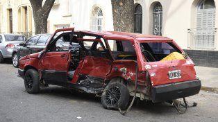El Fiat Duna en el que iba Núñez, la víctima fatal del choque.
