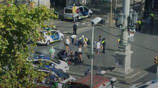 Atentado en Barcelona: muertos y heridos por una camioneta que atropelló a una multitud