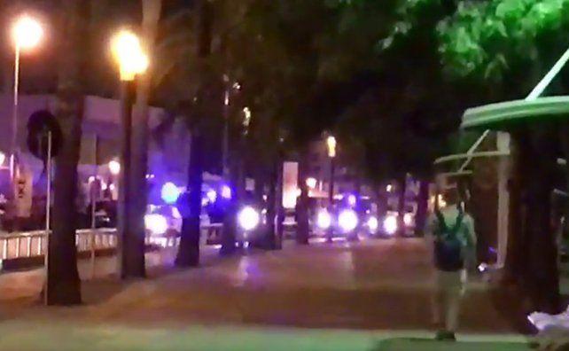 Aficionados filmaron el instante exacto del ataque a tiros. También hay videos que muestra a los presuntos terroristas abatidos.