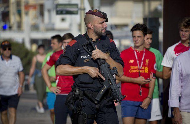 Un policía militar apostado en Cambrils