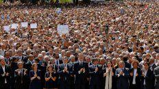 no tengo miedo, el homenaje de miles de personas a las victimas en barcelona
