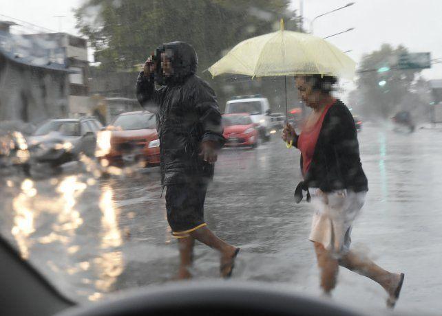 El Servicio Meteorológico Nacional anuncia la probabilidad de tormentas fuertes hacia la noche.