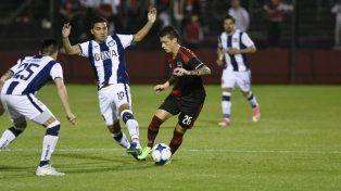 Fértoli intenta escapar de la marca de Reynoso y Godoy.
