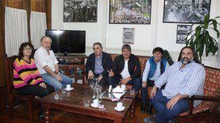 Los gremialistas Alesso, Yasky, Schmid, Moyano, Micheli y Baradel, en el encuentro de ayer.