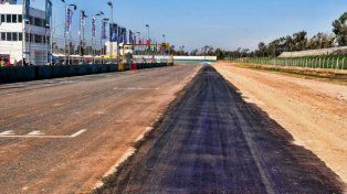 Arreglos. En la imagen se aprecia bien el pavimento nuevo sobre el viejo de la recta principal.