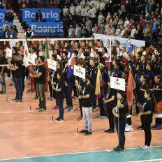 Apertura. Rosario y Santa Fe tuvieron sus ceremonias. En Newells hubo buena presencia de público.