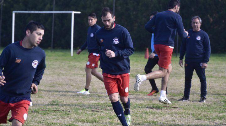 Volvió. César Delgado entrenó con el plantel al mando de Cuffaro Russo