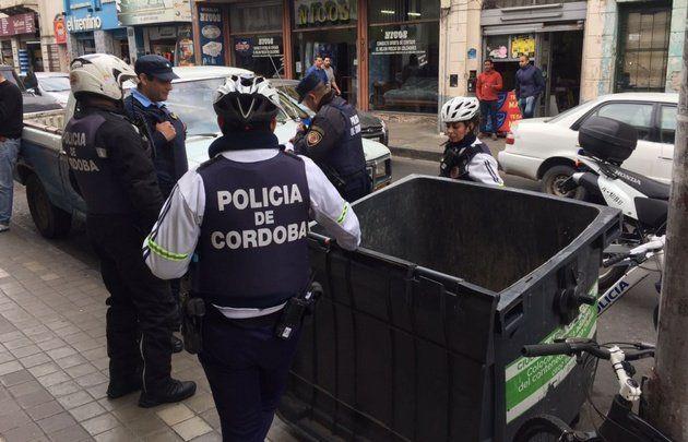 El contenedor en el centro de Córdoba donde apareció el bebé.