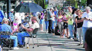 eclipsemanía. La gente hace cola frente al planetario de Salt Lake City (Utah, oeste del país) para conseguir gafas.
