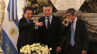 equipo económico. El ministro de Hacienda, Nicolás Dujovne, junto al presidente Macri y el titular de la cartera de Finanzas, Luis Caputo.