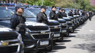 en fila. La norma enfatiza que los policías son servidores públicos, y hoy se los considera empleados públicos.