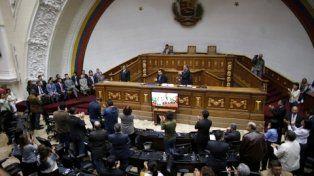 Desafío. El Legislativo sesionó con la presencia de diplomáticos extranjeros.