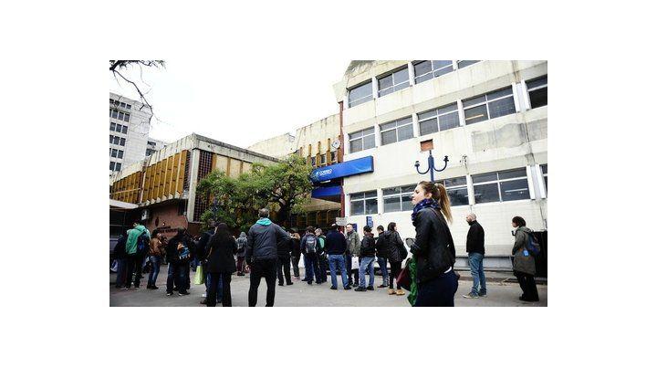 cola. La sede del Correo de Retiro es donde una gran parte de los compradores online van a retirar la compra.