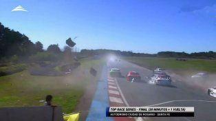 El espectacular vuelco de Cazal en el Top Race Series que se corrió en Rosario