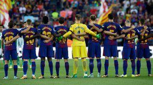 Los jugadores vistieron camisetas en las que, en lugar de cada apellido, se podía leer la palabra Barcelona.