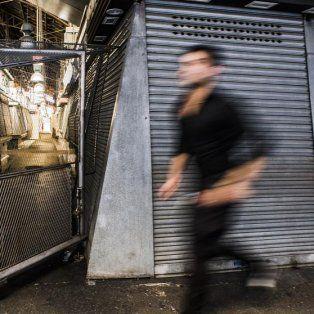 aparecieron fotos que muestran cuando el conductor de la camioneta se va caminando tras el atentado