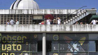 Los rosarinos se subieron al Observatorio para poder observar el eclipse solar.