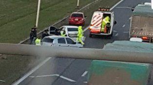 El choque en la autopista involucró a cuatro vehículos. (Foto vía twitter@Cooleo76)