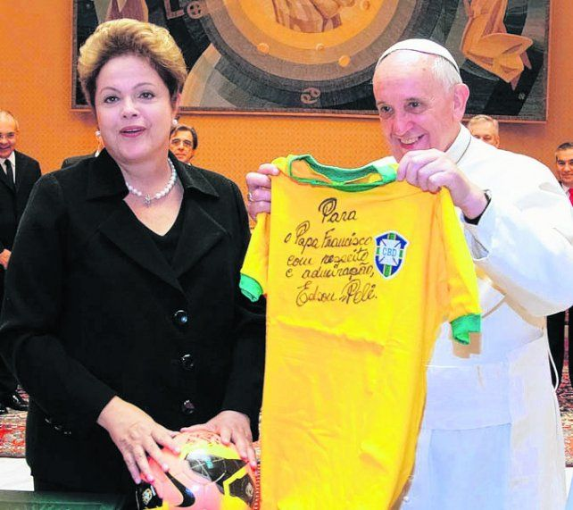 encuentro cercano. Francisco y Dilma en julio de 2013 en Brasil.