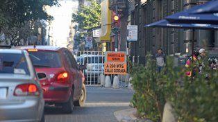 El tránsito de vehículo está cortado en Sarmiento y Santa Fe.
