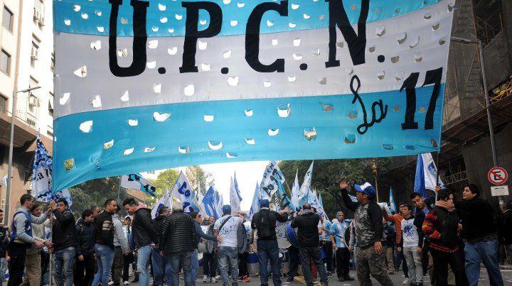 La Plaza de Mayo va tomando el color de la protesta del sindicalismo argentino