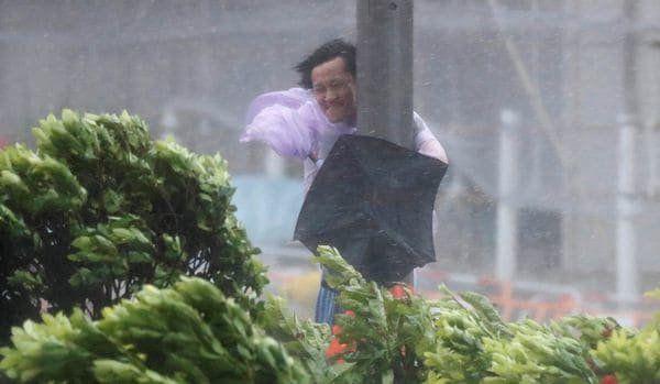 Hong Kong emitió hoy un alerta máxima en el sistema de tormentas