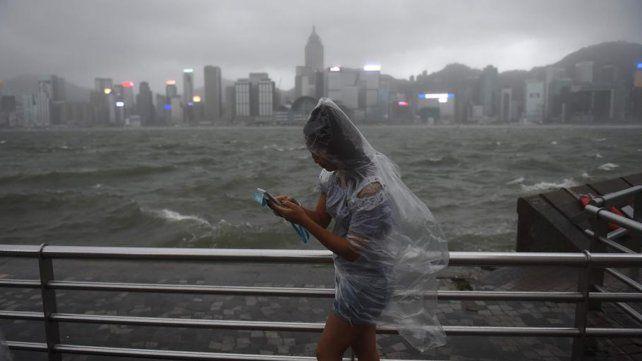 Hong Kong en alerta máxima por la llegada del tifón Hato