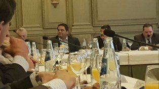 El ministro Jorge Triaca durante la reunión mantenida en la Bolsa de Comercio.