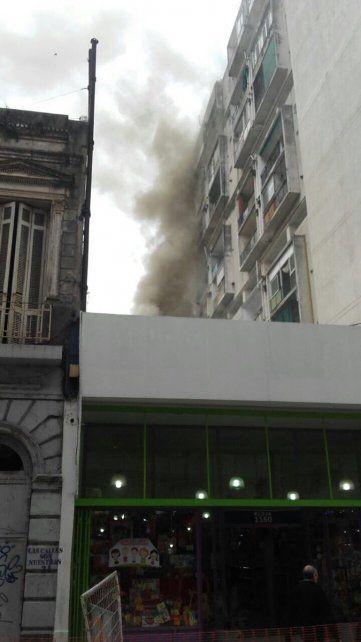 Susto en el microcentro de la ciudad por un incendio que se desató en la cocina en un bar