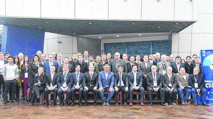 Acuerdo. Los dirigentes se reunieron en el predio de la AFA para aprobar el procedimiento de licencias para clubes.