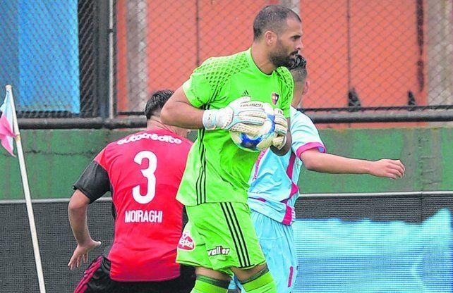 Pelota en mano. Luciano Pocrnjic fue uno de los baluartes del equipo en la temporada pasada.