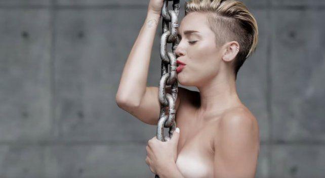 Miley Cyrus fue víctima de otro ataque de un hacker que divulgó fotos íntimas