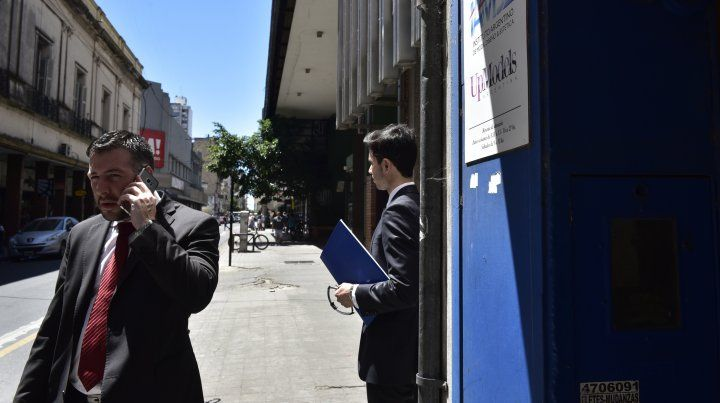 Teléfono en mano. El Fiscal fue acusado de espionaje.