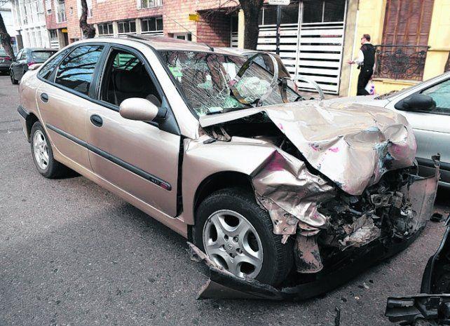 renault laguna. El automóvil que conducía el joven de 28 años.