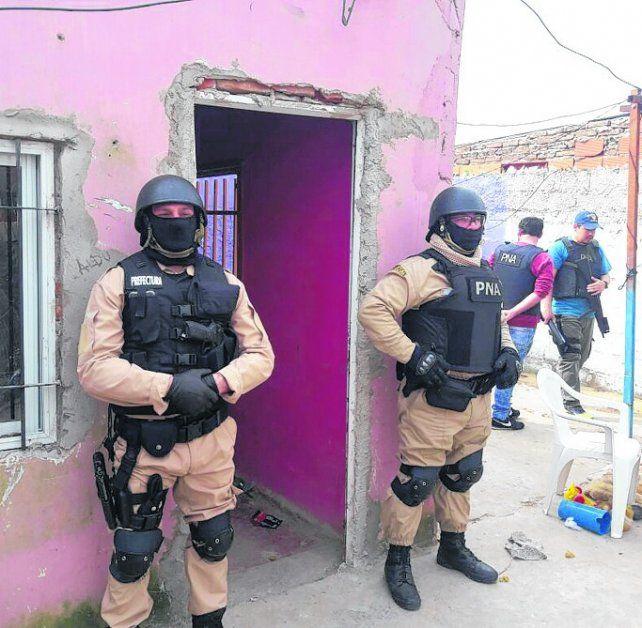 custodiadas. Una de las nueve viviendas requisadas en barrio Tablada.