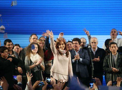 festejo. Cristina salió en la madrugada del 14 de agosto a adjudicarse el triunfo cuando el conteo se paró en un virtual empate técnico.