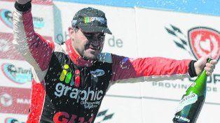 Gran alegría. El de V. G. Gálvez festeja en Toay. Ganó el domingo y volvió a liderar.
