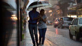 Rosario espera una mañana lluviosa y con alerta por fuerte tormentas